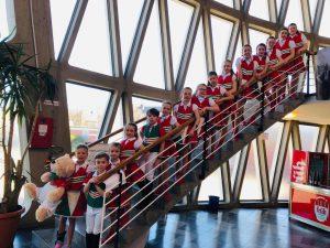 Unsere Kids auf der Treppe im Feierabendhaus